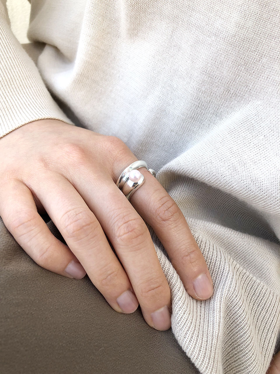 # 062 Hug Ring (with Akoya Pearl)