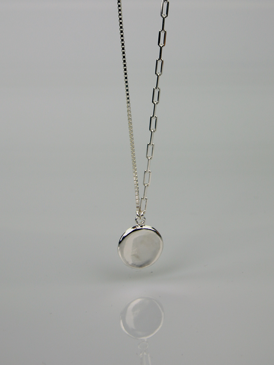 Wavy Circle Necklace