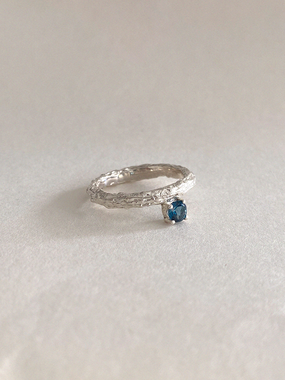 Twig Ring - london blue topaz (round)